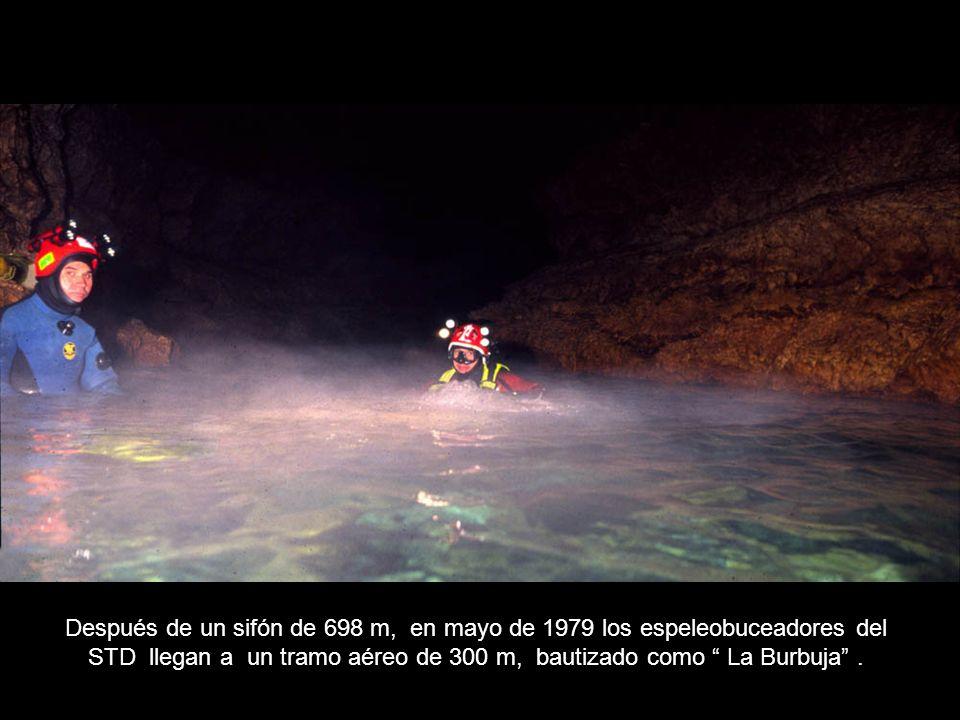 Después de un sifón de 698 m, en mayo de 1979 los espeleobuceadores del STD llegan a un tramo aéreo de 300 m, bautizado como La Burbuja .