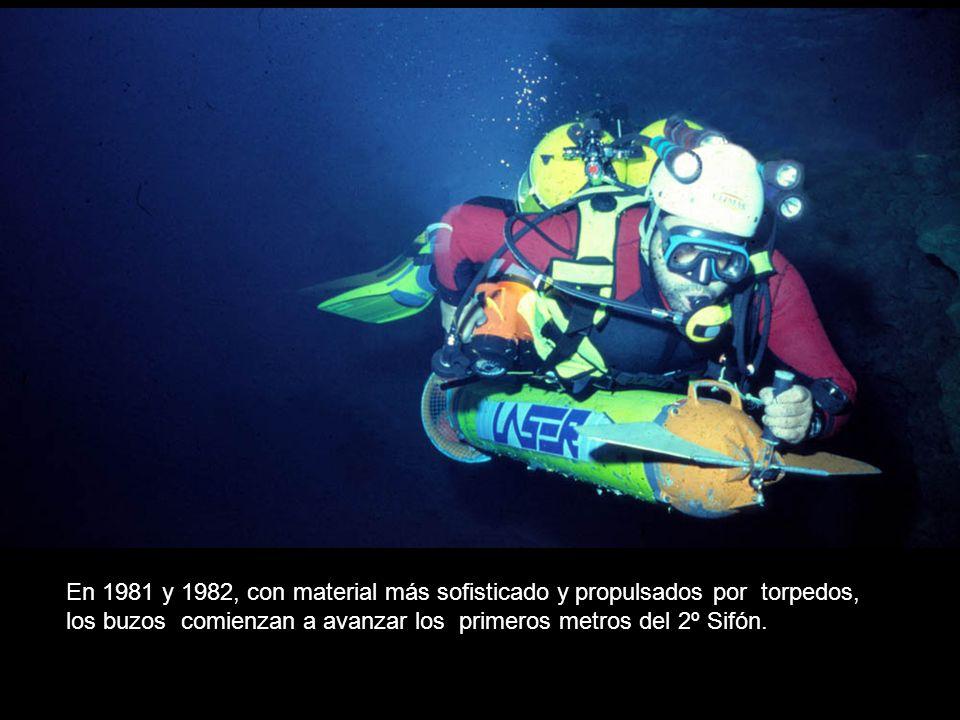 En 1981 y 1982, con material más sofisticado y propulsados por torpedos, los buzos comienzan a avanzar los primeros metros del 2º Sifón.