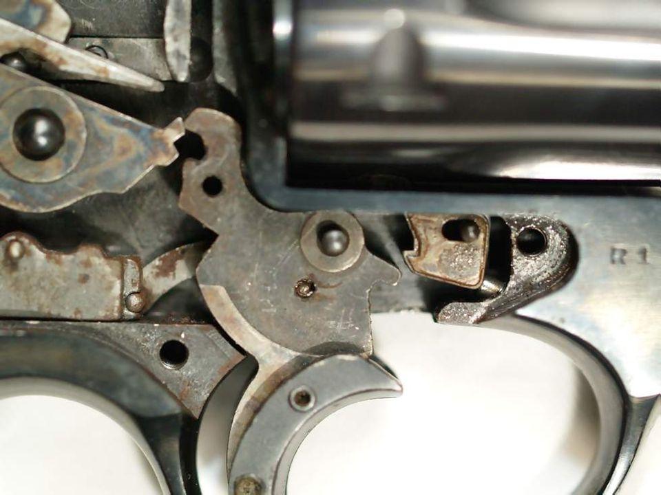 Detalle del bulón y muelle del tope del cilindro