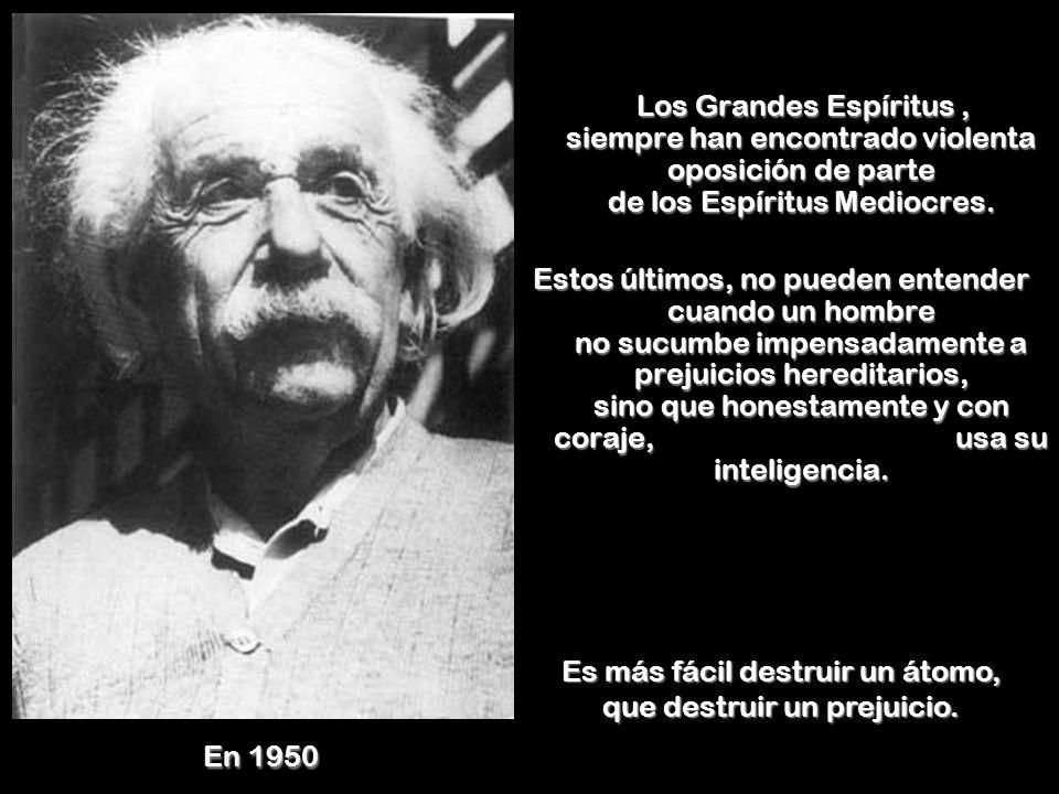 Es más fácil destruir un átomo, que destruir un prejuicio.