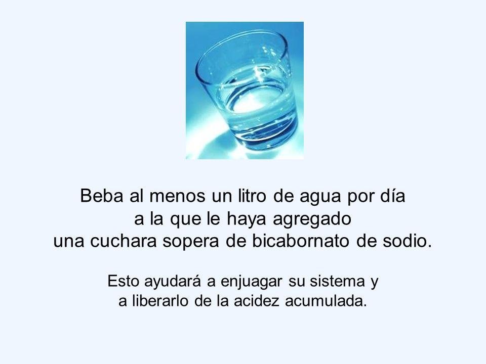 Beba al menos un litro de agua por día a la que le haya agregado