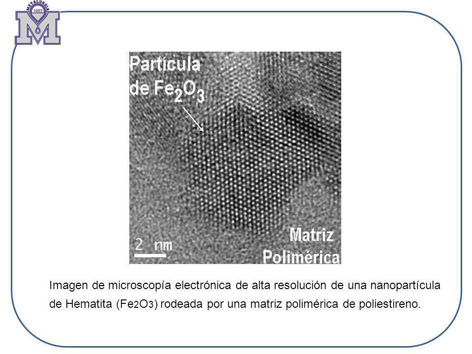 Imagen de microscopía electrónica de alta resolución de una nanopartícula de Hematita (Fe2O3) rodeada por una matriz polimérica de poliestireno.