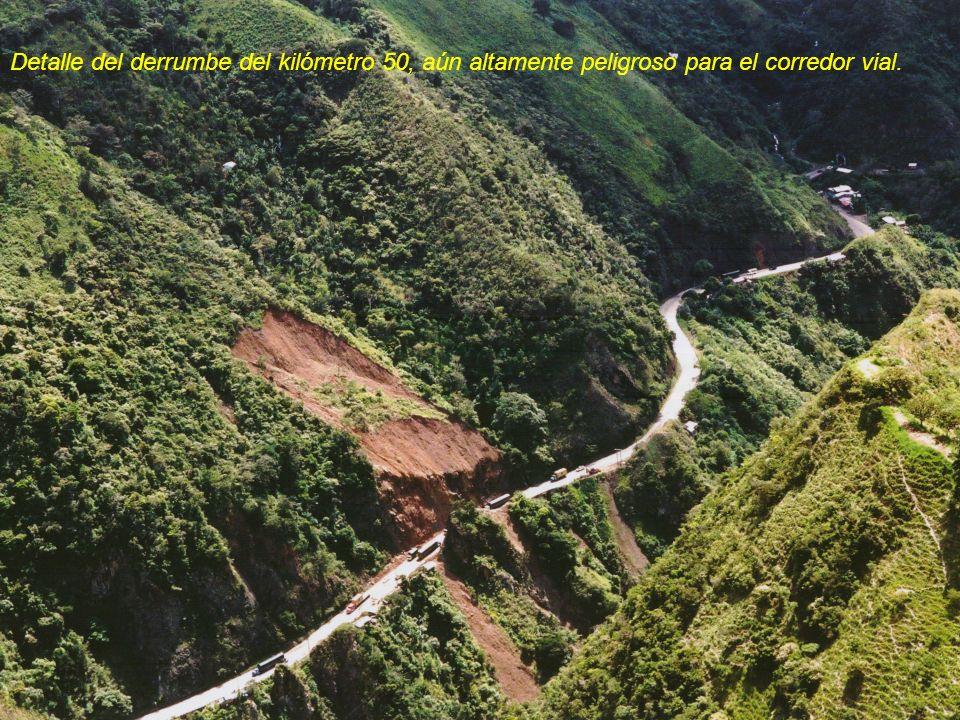 Detalle del derrumbe del kilómetro 50, aún altamente peligroso para el corredor vial.