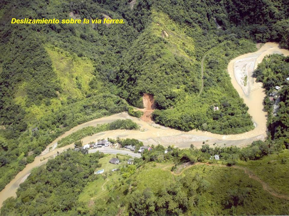 Deslizamiento sobre la vía férrea.