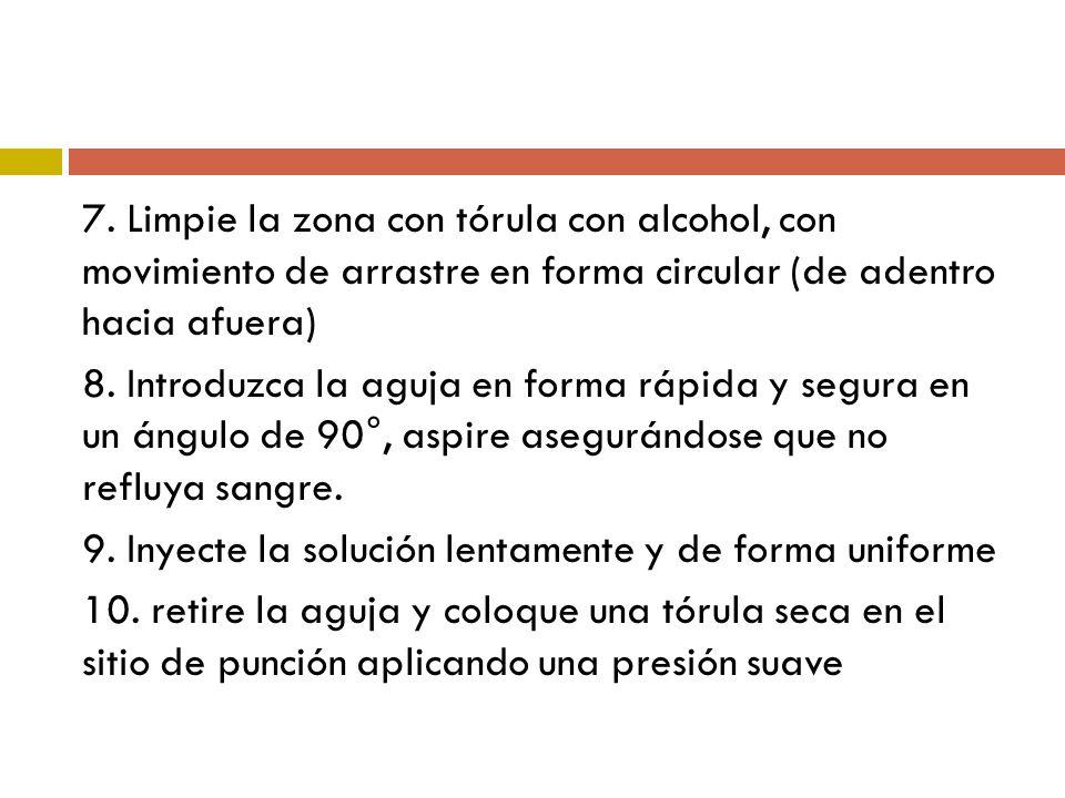 7. Limpie la zona con tórula con alcohol, con movimiento de arrastre en forma circular (de adentro hacia afuera)