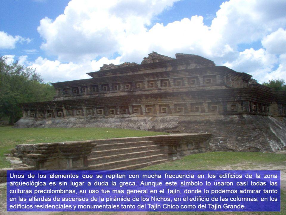 Unos de los elementos que se repiten con mucha frecuencia en los edificios de la zona arqueológica es sin lugar a duda la greca.
