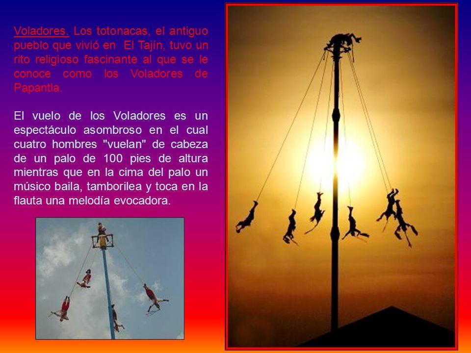 Voladores. Los totonacas, el antiguo pueblo que vivió en El Tajín, tuvo un rito religioso fascinante al que se le conoce como los Voladores de Papantla.
