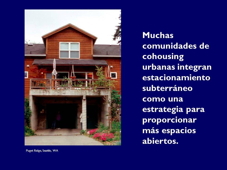 Muchas comunidades de cohousing urbanas integran estacionamiento subterráneo como una estrategia para proporcionar más espacios abiertos.