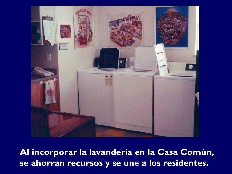 Al incorporar la lavandería en la Casa Común, se ahorran recursos y se une a los residentes.
