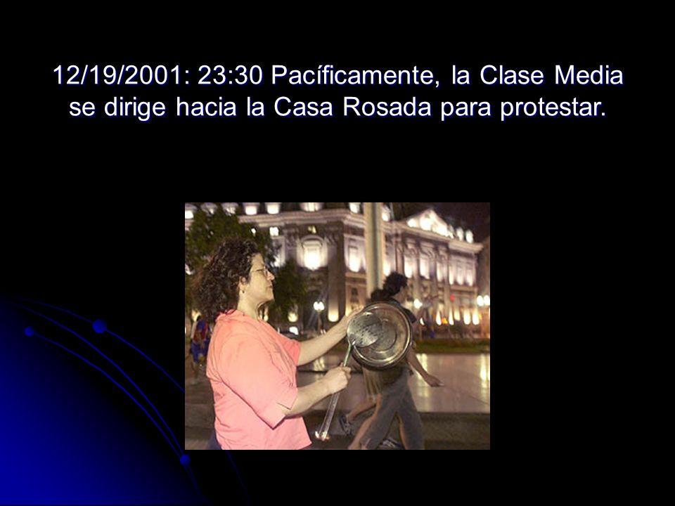 12/19/2001: 23:30 Pacíficamente, la Clase Media se dirige hacia la Casa Rosada para protestar.