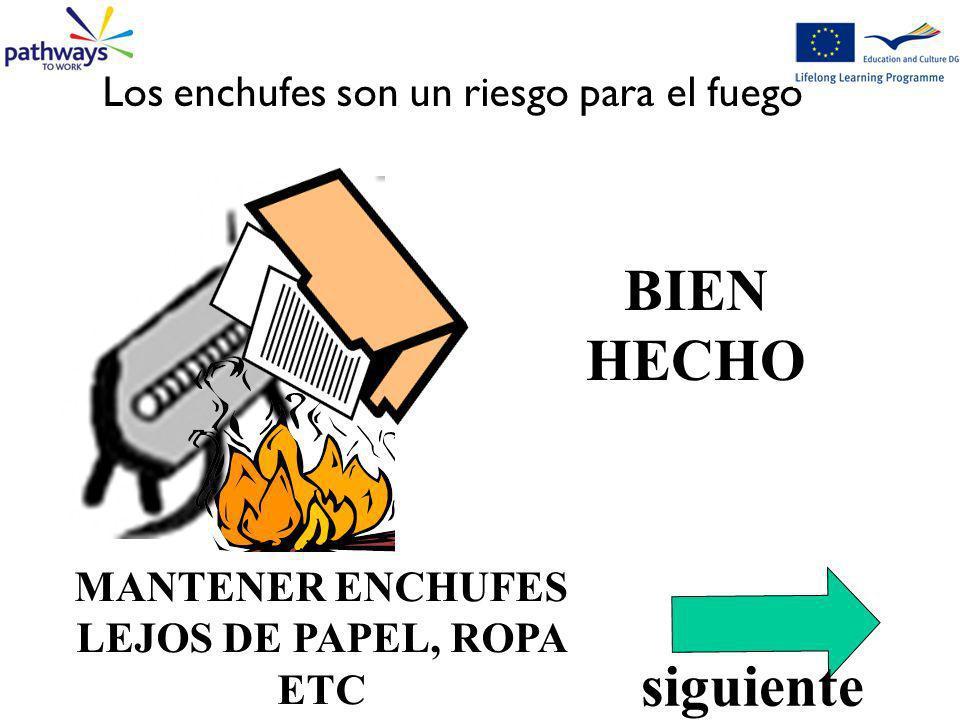 MANTENER ENCHUFES LEJOS DE PAPEL, ROPA ETC