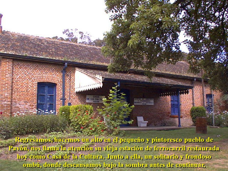 Regresamos, hacemos un alto en el pequeño y pintoresco pueblo de Pavón, nos llama la atención su vieja estación de ferrocarril restaurada hoy como Casa de la Cultura.