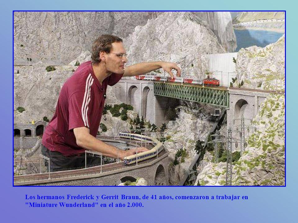 Los hermanos Frederick y Gerrit Braun, de 41 años, comenzaron a trabajar en Miniature Wunderland en el año 2.000.