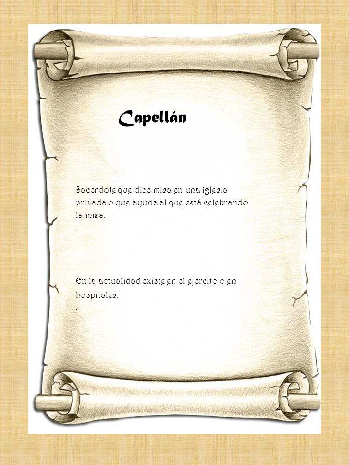 Capellán Sacerdote que dice misa en una iglesia