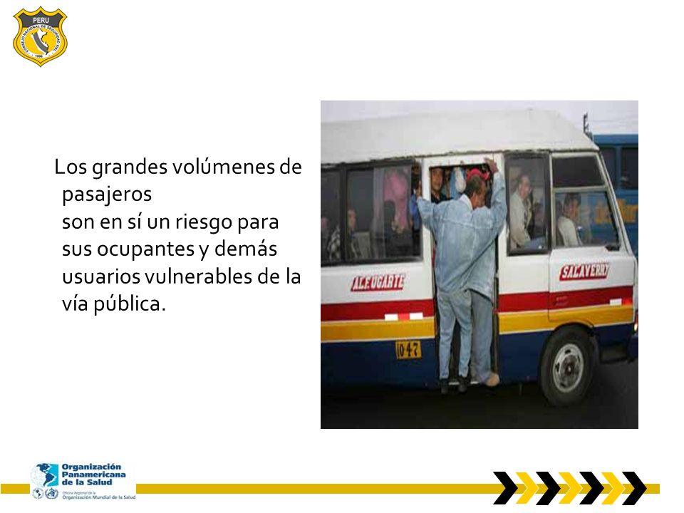 Los grandes volúmenes de pasajeros son en sí un riesgo para sus ocupantes y demás usuarios vulnerables de la vía pública.