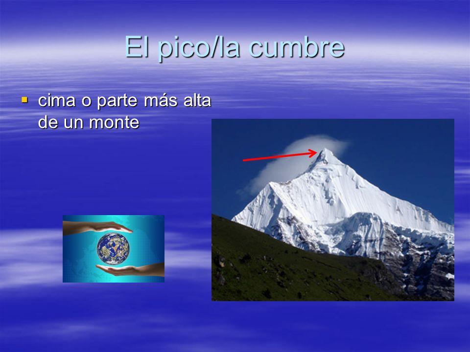 El pico/la cumbre cima o parte más alta de un monte