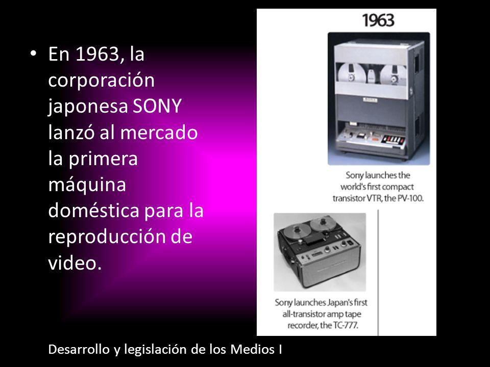 En 1963, la corporación japonesa SONY lanzó al mercado la primera máquina doméstica para la reproducción de video.