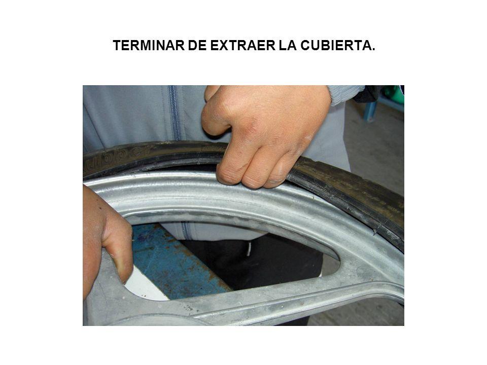 TERMINAR DE EXTRAER LA CUBIERTA.
