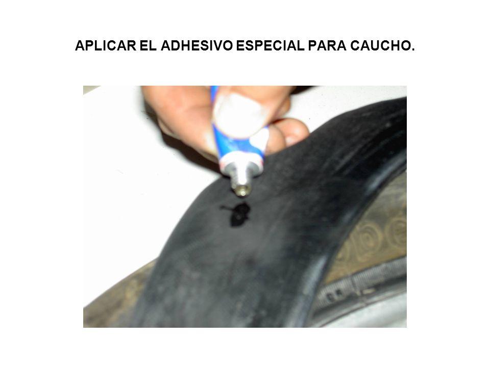 APLICAR EL ADHESIVO ESPECIAL PARA CAUCHO.