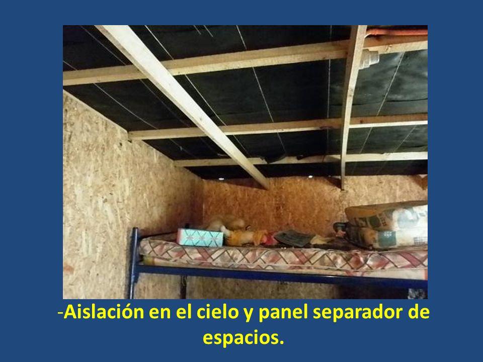 Aislación en el cielo y panel separador de espacios.