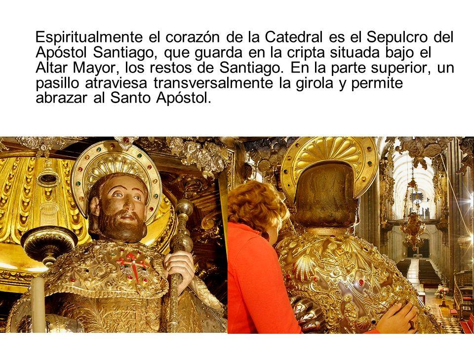 Espiritualmente el corazón de la Catedral es el Sepulcro del Apóstol Santiago, que guarda en la cripta situada bajo el Altar Mayor, los restos de Santiago. En la parte superior, un pasillo atraviesa transversalmente la girola y permite abrazar al Santo Apóstol.