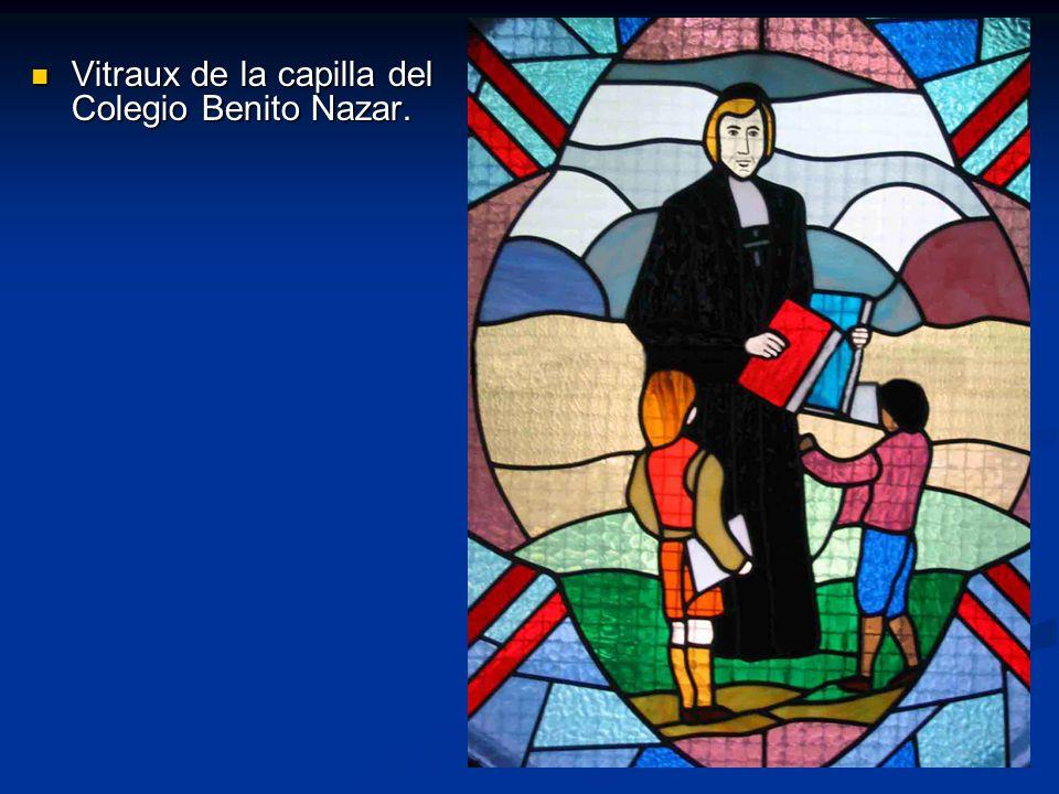 Vitraux de la capilla del Colegio Benito Nazar.