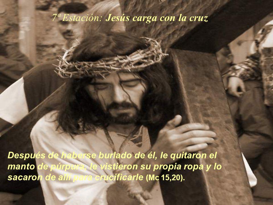 7ª Estación: Jesús carga con la cruz