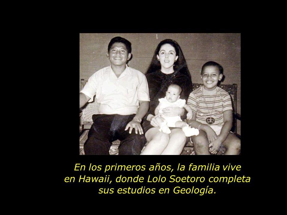 En los primeros años, la familia vive en Hawaii, donde Lolo Soetoro completa sus estudios en Geología.