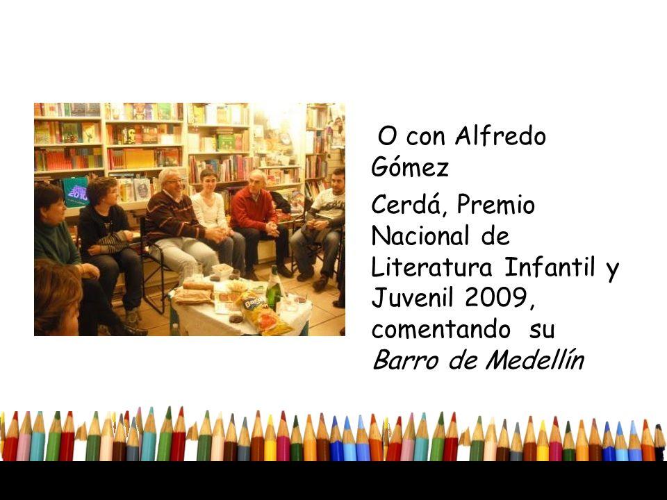 O con Alfredo Gómez Cerdá, Premio Nacional de Literatura Infantil y Juvenil 2009, comentando su Barro de Medellín