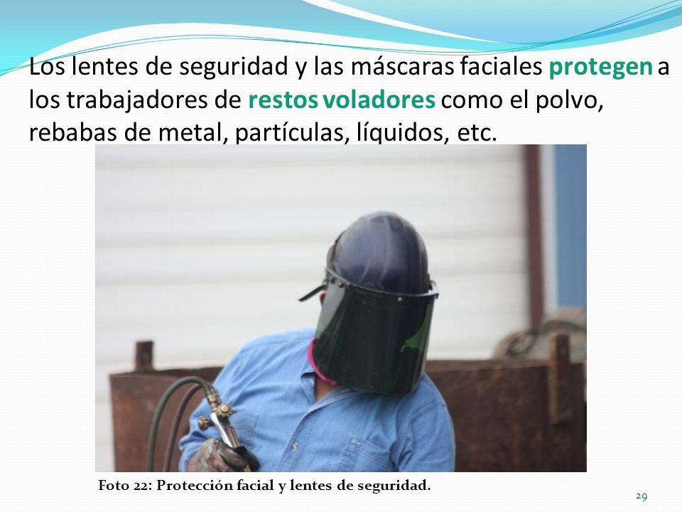 Los lentes de seguridad y las máscaras faciales protegen a los trabajadores de restos voladores como el polvo, rebabas de metal, partículas, líquidos, etc.