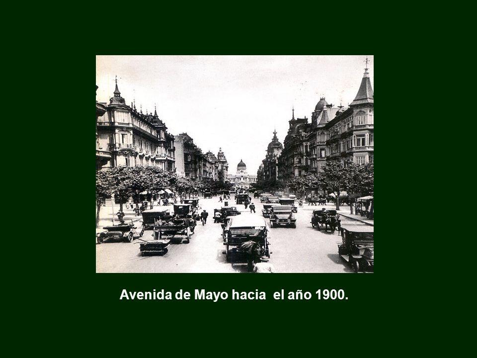 Avenida de Mayo hacia el año 1900.