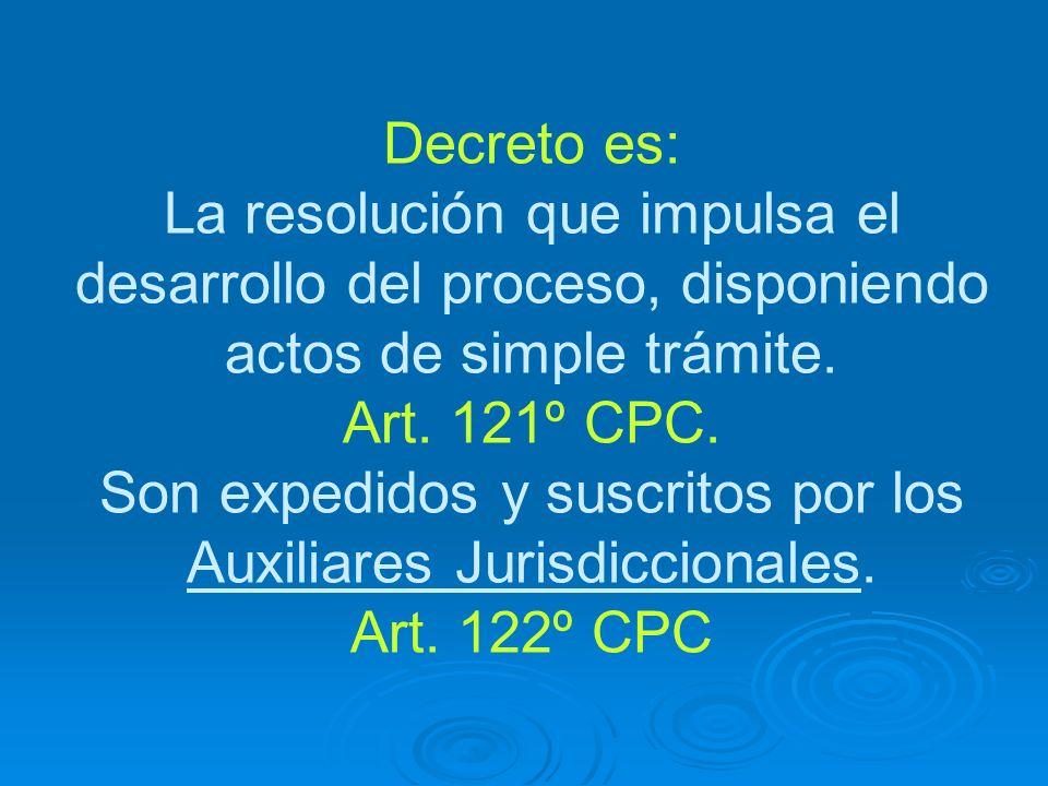 Decreto es: La resolución que impulsa el desarrollo del proceso, disponiendo actos de simple trámite.