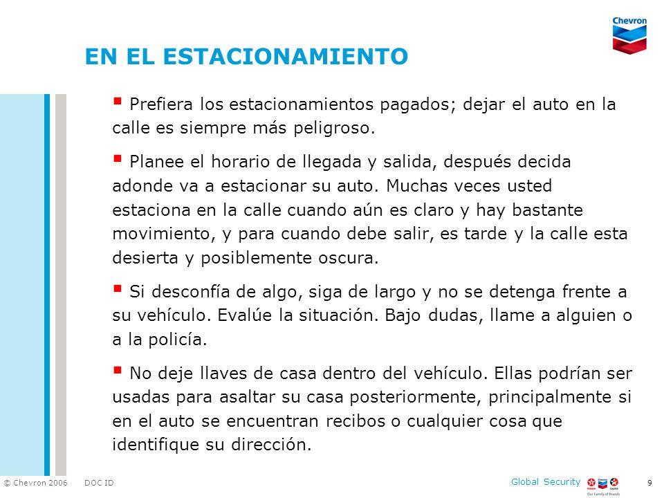 EN EL ESTACIONAMIENTO Prefiera los estacionamientos pagados; dejar el auto en la calle es siempre más peligroso.