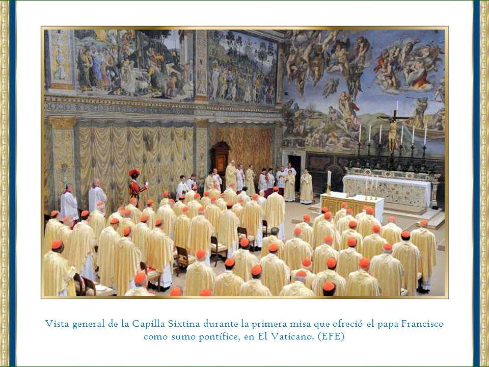 Vista general de la Capilla Sixtina durante la primera misa que ofreció el papa Francisco como sumo pontífice, en El Vaticano.