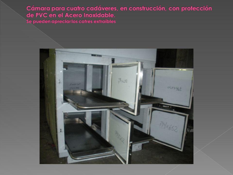 Cámara para cuatro cadáveres, en construcción, con protección de PVC en el Acero Inoxidable.