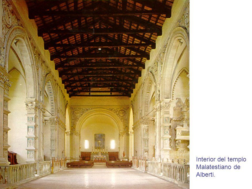 Interior del templo Malatestiano de Alberti.
