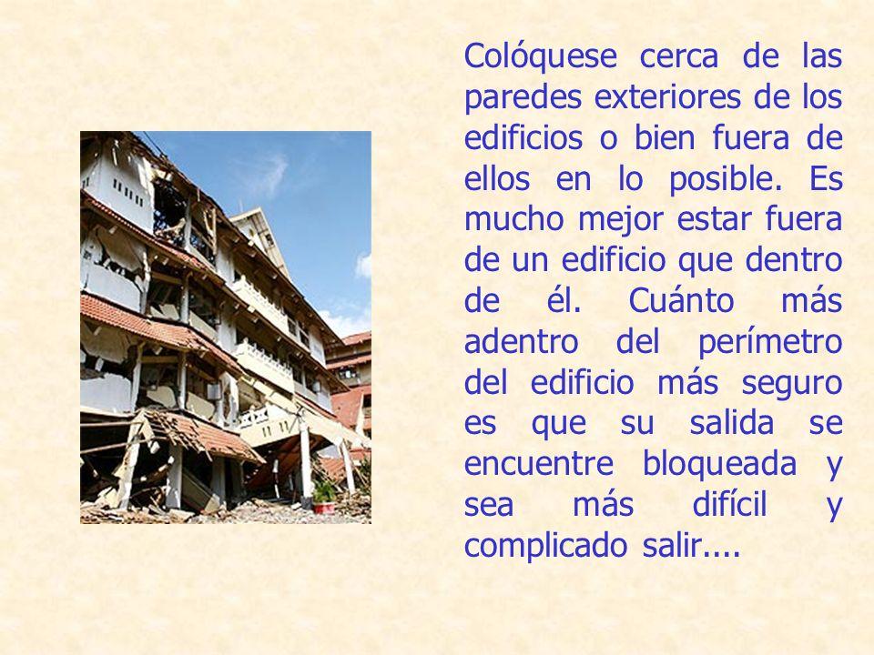 Colóquese cerca de las paredes exteriores de los edificios o bien fuera de ellos en lo posible.