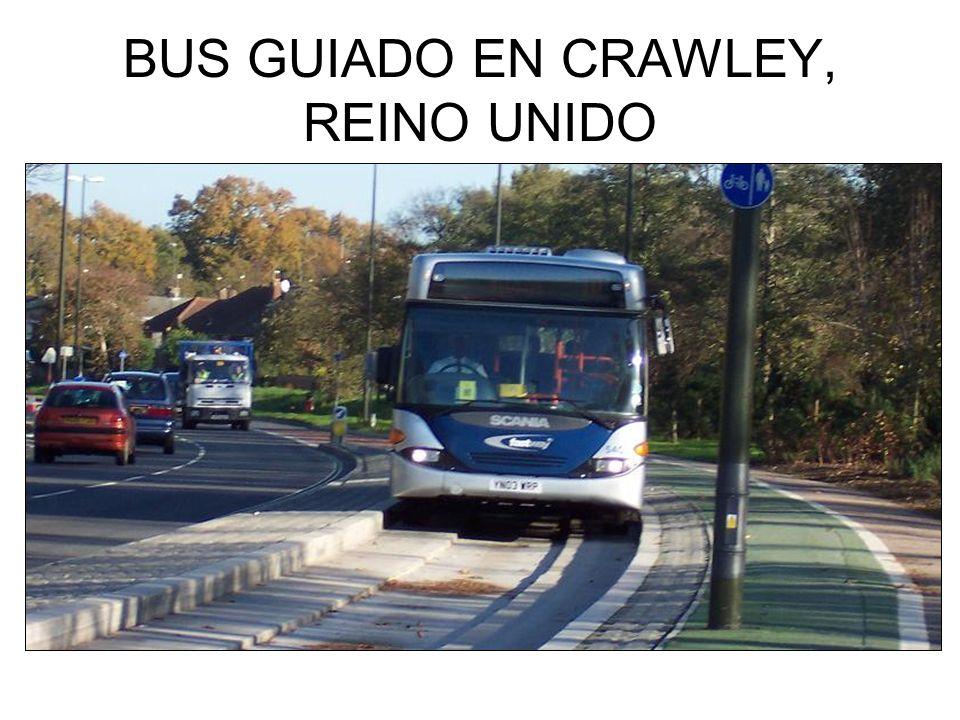 BUS GUIADO EN CRAWLEY, REINO UNIDO
