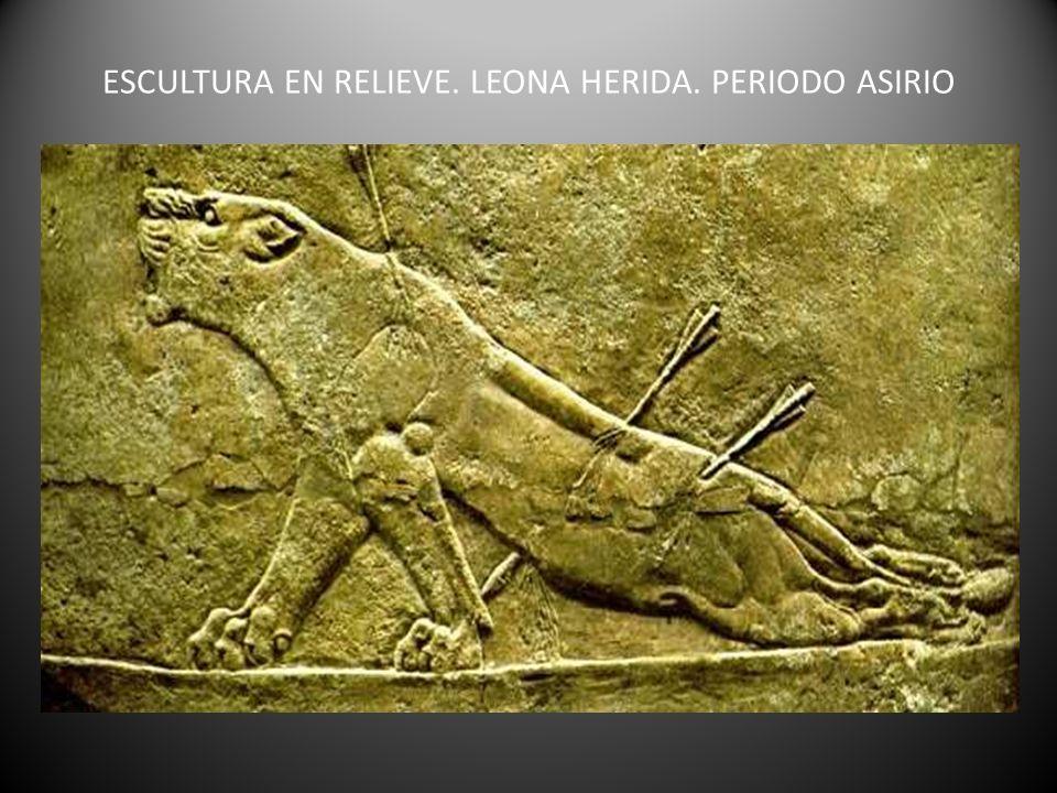 ESCULTURA EN RELIEVE. LEONA HERIDA. PERIODO ASIRIO