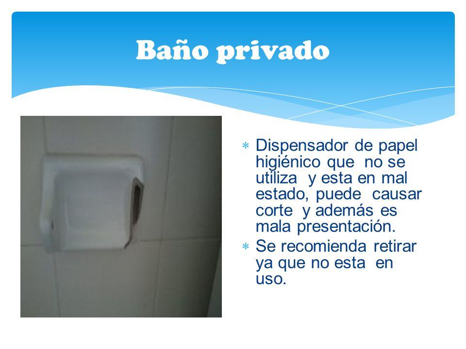 Baño privado Dispensador de papel higiénico que no se utiliza y esta en mal estado, puede causar corte y además es mala presentación.