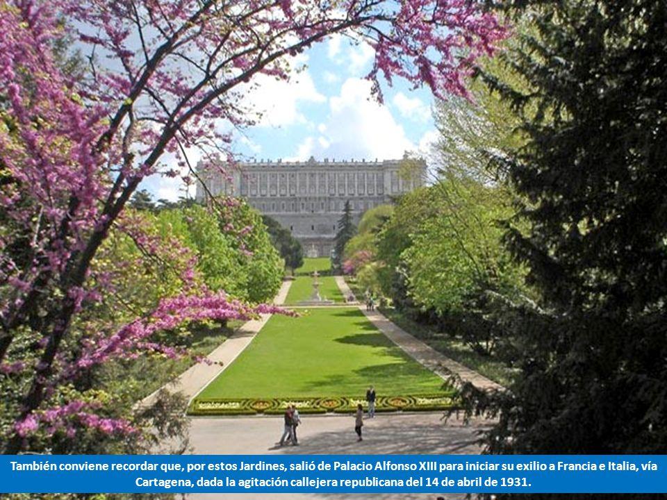 También conviene recordar que, por estos Jardines, salió de Palacio Alfonso XIII para iniciar su exilio a Francia e Italia, vía Cartagena, dada la agitación callejera republicana del 14 de abril de 1931.