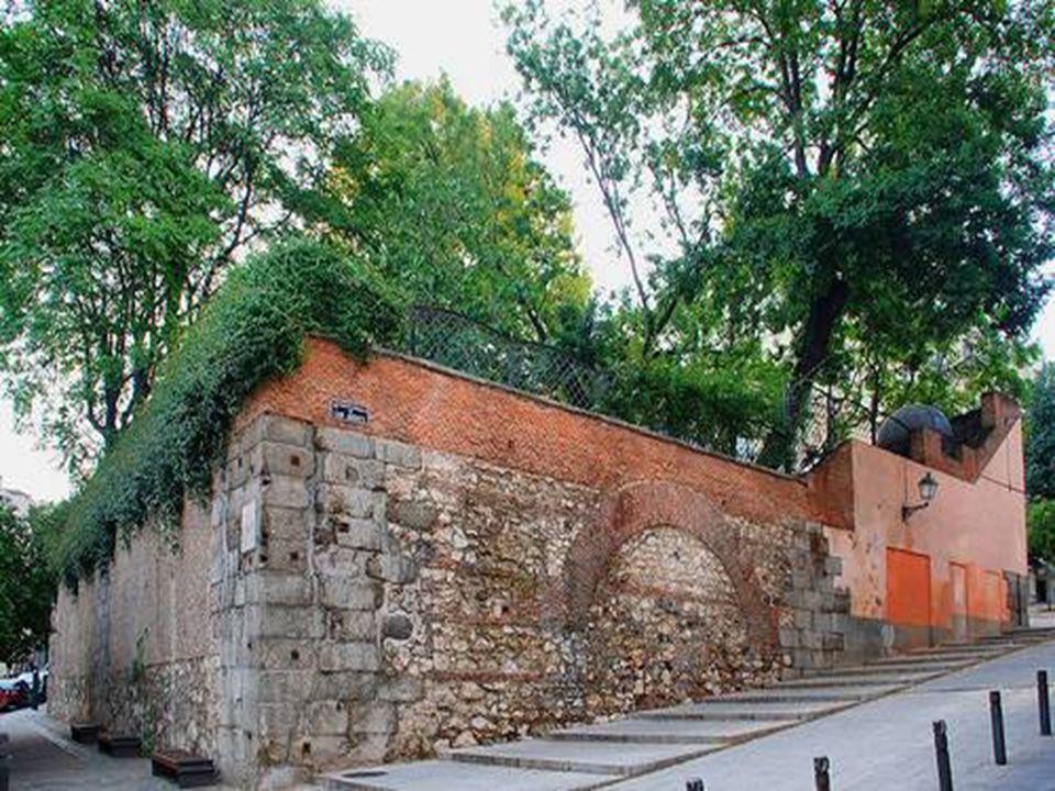 El jardín del Príncipe Anglona, junto a la casa-palacio del mismo nombre, estuvo cerrado al público hasta hace pocos años.