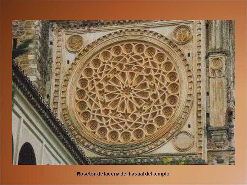Rosetón de lacería del hastial del templo