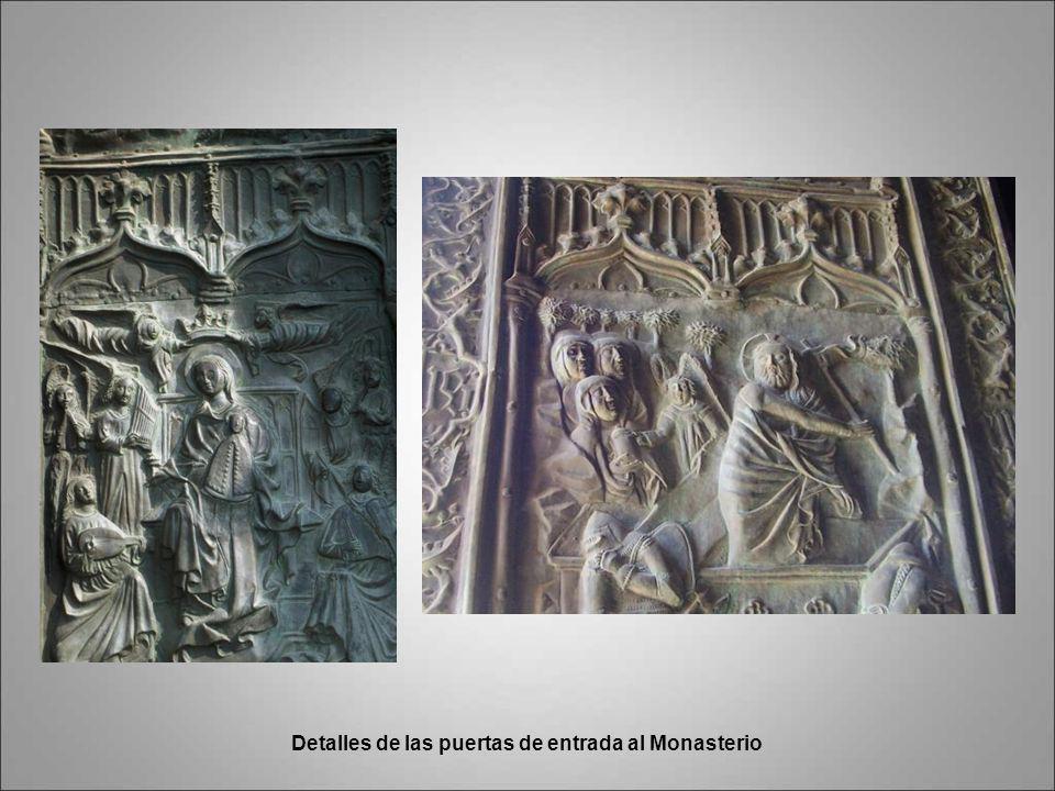 Detalles de las puertas de entrada al Monasterio