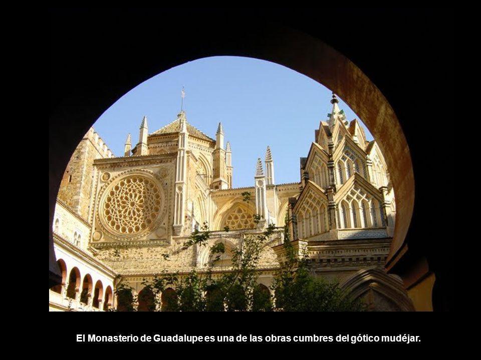 El Monasterio de Guadalupe es una de las obras cumbres del gótico mudéjar.