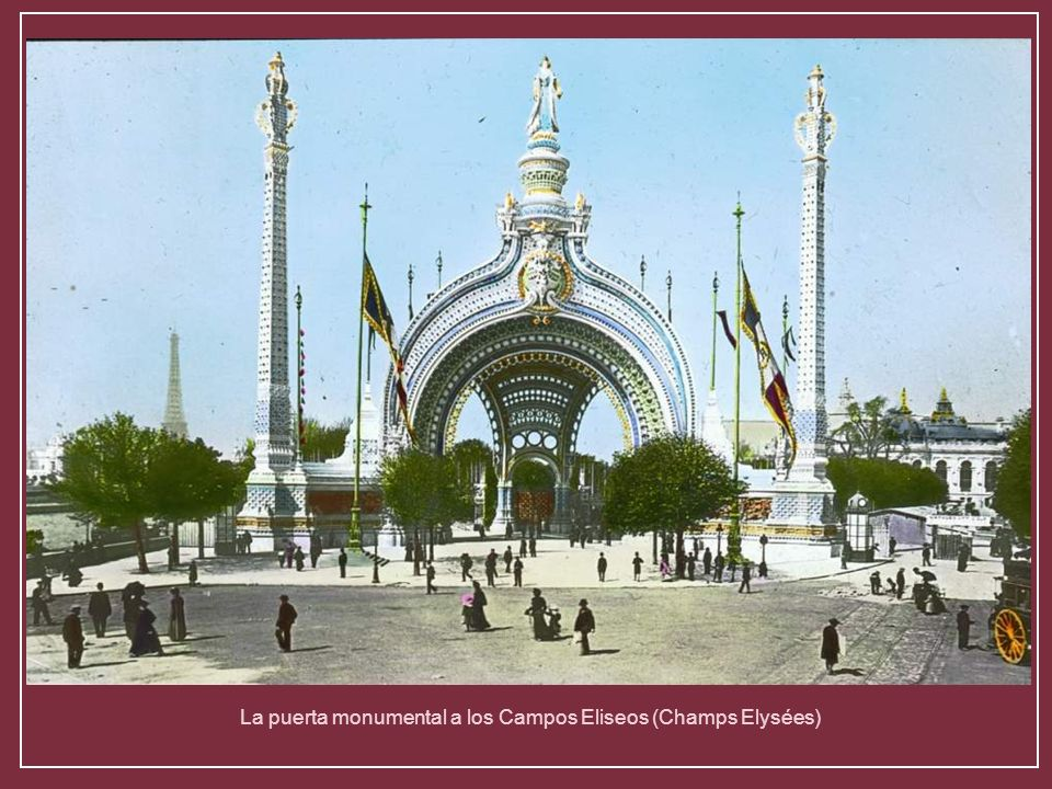 La puerta monumental a los Campos Eliseos (Champs Elysées)