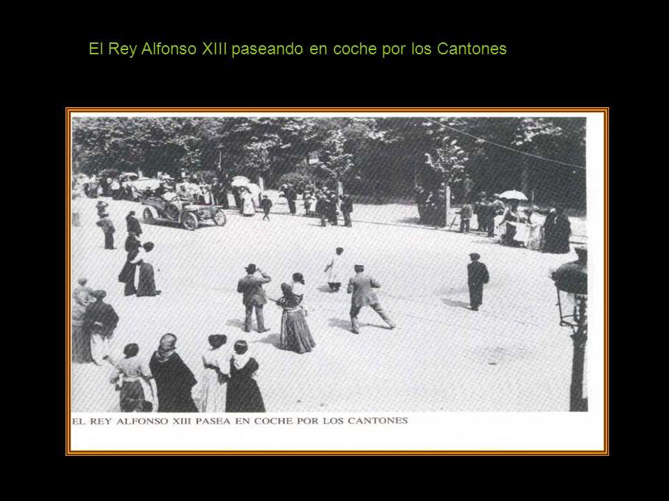 El Rey Alfonso XIII paseando en coche por los Cantones