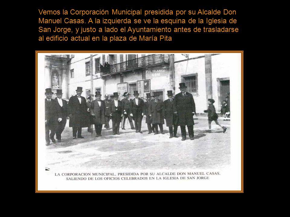 Vemos la Corporación Municipal presidida por su Alcalde Don Manuel Casas.