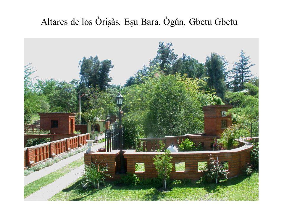 Altares de los Òrisàs. Esu Bara, Ògún, Gbetu Gbetu