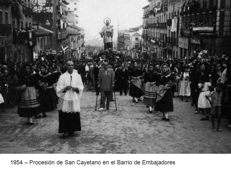 1954 – Procesión de San Cayetano en el Barrio de Embajadores